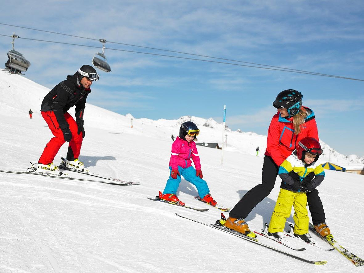 Mindestens 2.300 Familien auf den Pisten in Vorarlbergs Skigebieten