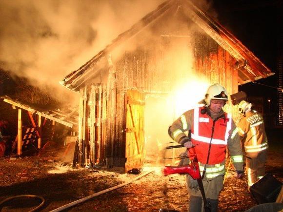 Holzstadel in Lustenau stand in Flammen.