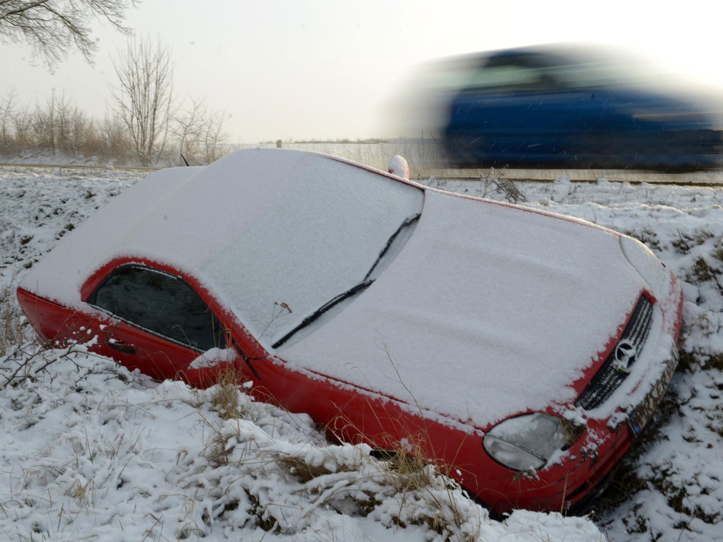 Jedes Jahr gibt es Unfälle, weil sich die Autofahrer nicht den Bedinungen anpassen.