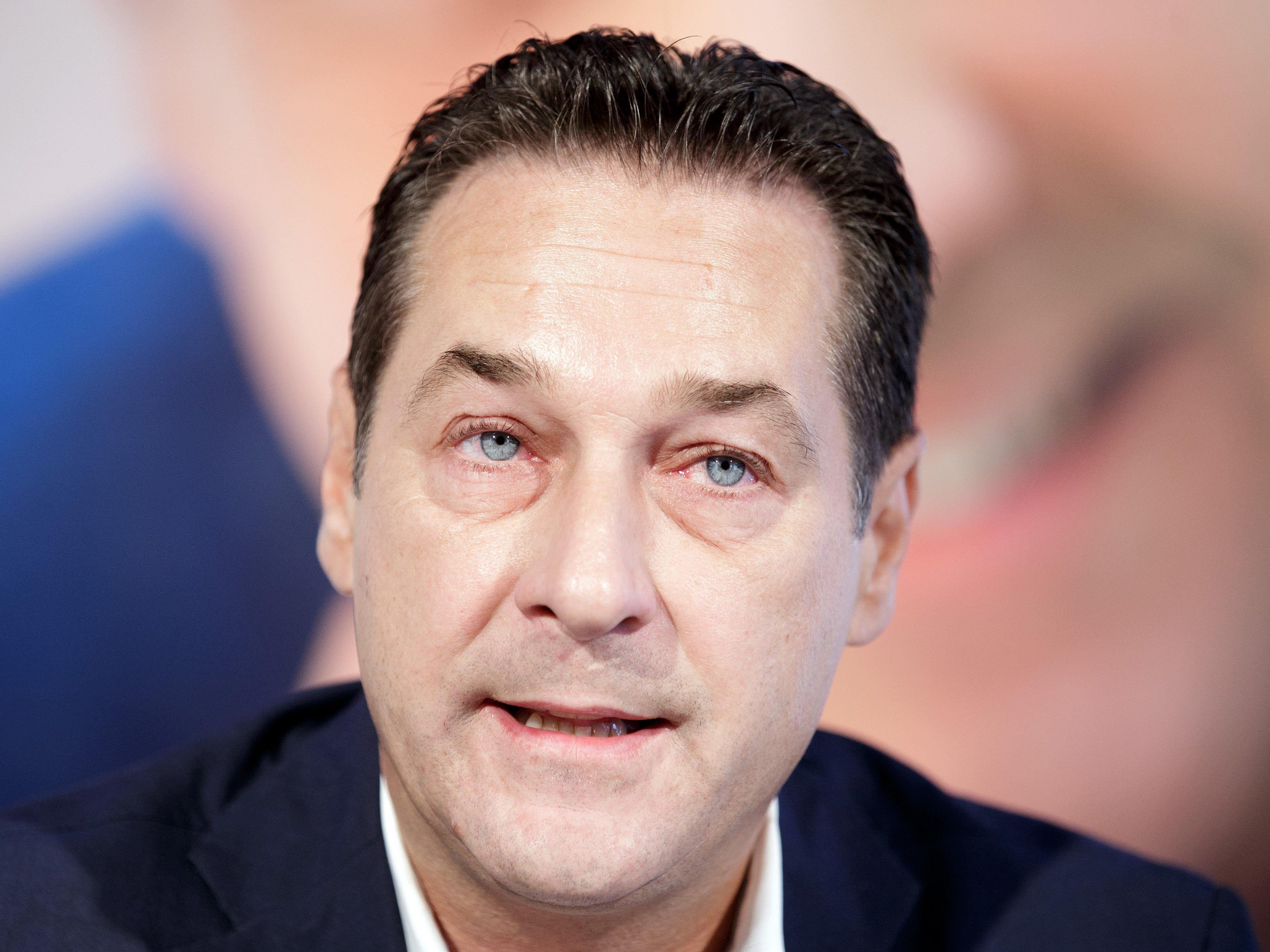 """Strache: """"Gibt keine Obergrenze""""."""