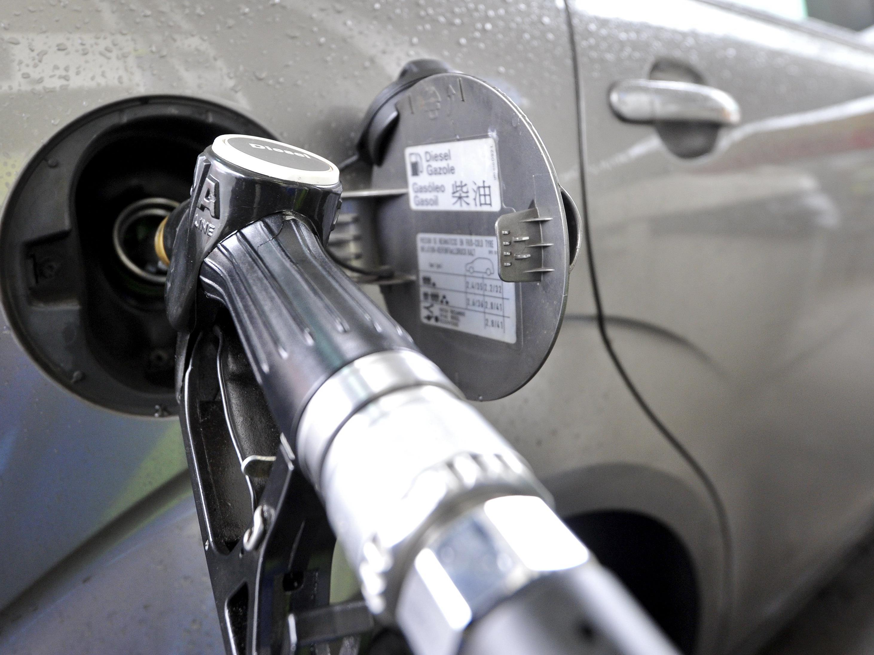 Überangebot an Rohöl drückt den Spritpreis.