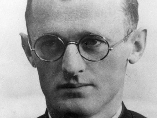 """Als """"Engel von Dachau"""" bekannter Pfarrer Engelmar Unzeigig soll seliggesprochen werden."""
