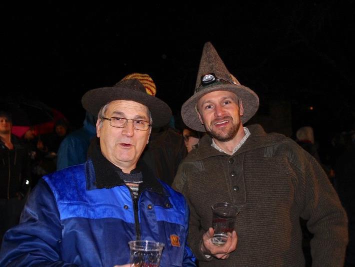 Bürgermeister Eugen Gabriel mit dem Initiator der Funkenzunft Fellengatter, Peter Wilhelm.