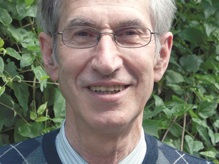 Pfarrer Elmar Simma lädt zum - das Leiden mit dem Leid - in die St. Peter Kirche
