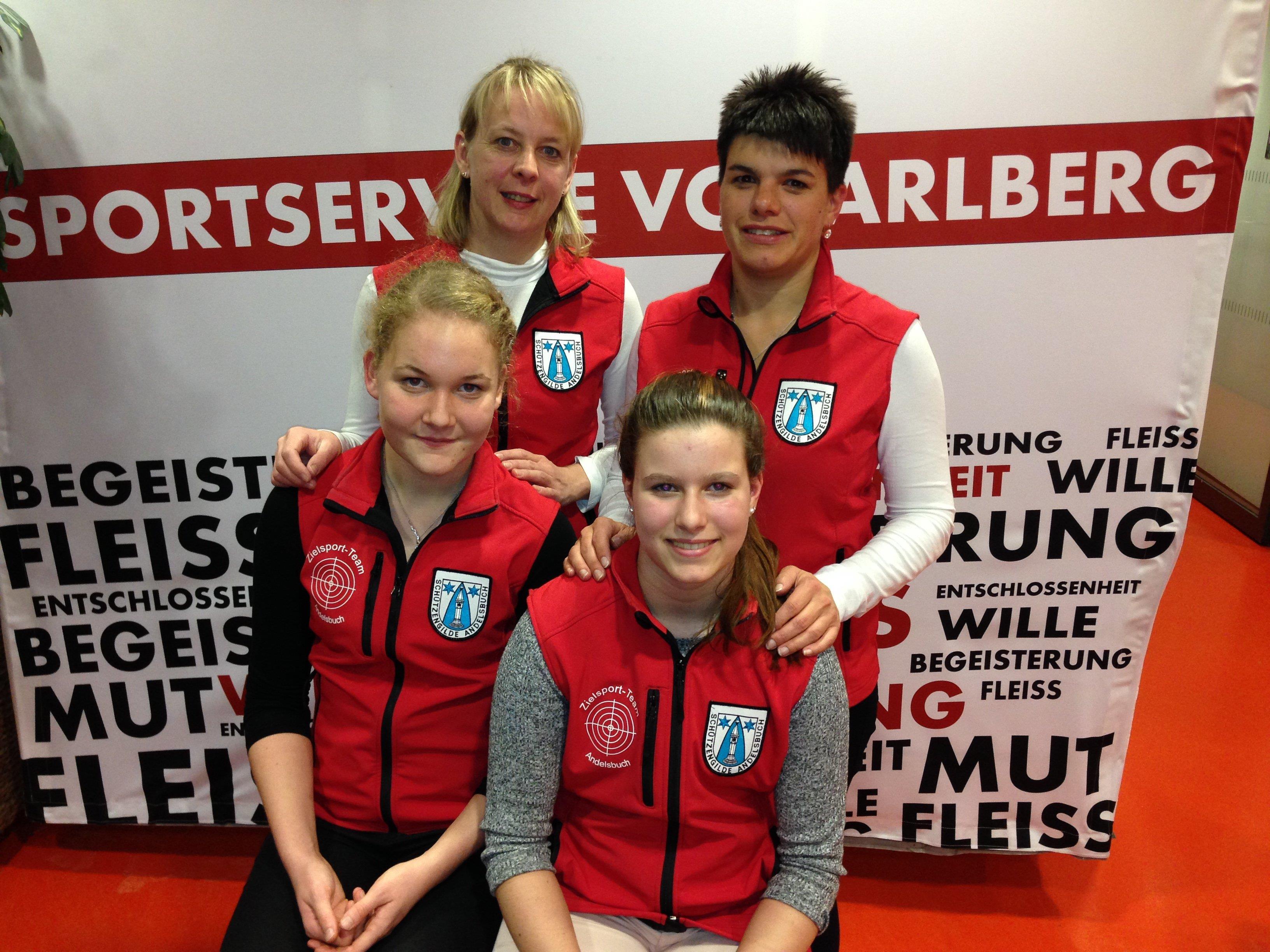 Bild vorne Bianca Egender und Julia Oberholzer; Bild hinten Waltraud Metzler und Katja Rüscher