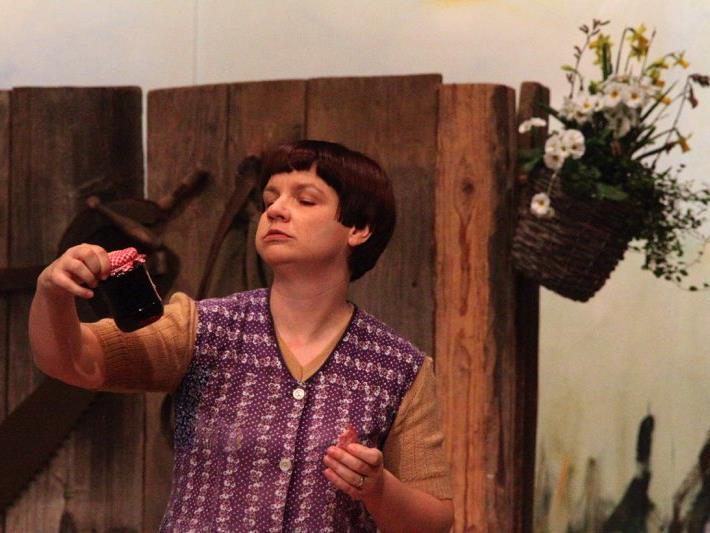 Silvana Marte-Bastiani ist schon seit vielen Jahren bei der Fraschtner Bühne mit dabei. Im aktuellen Stück mimt sie die nervige Nachbarin Brunhilde.
