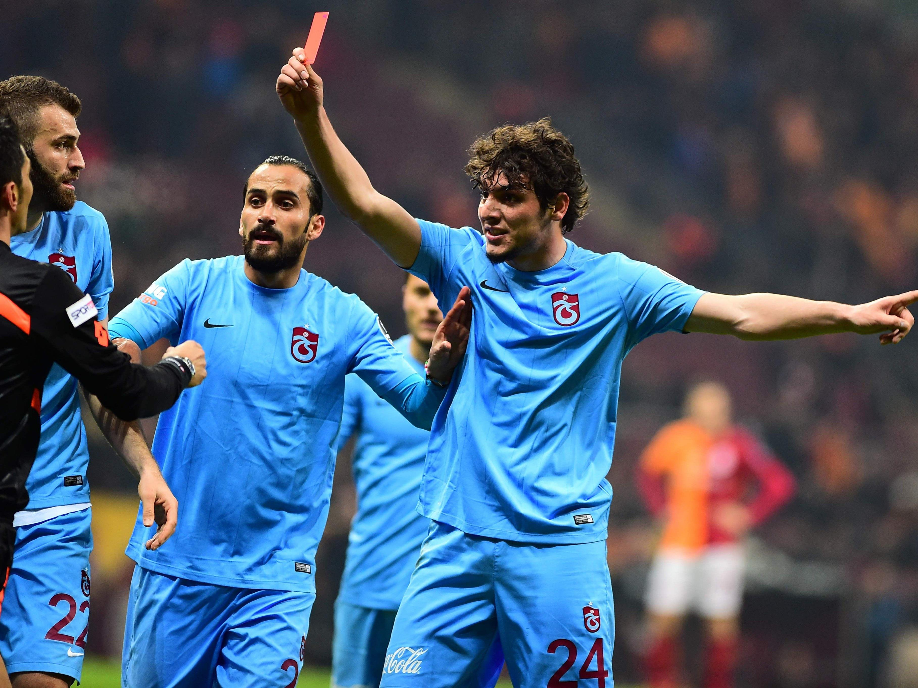 Vier Trabzonspor-Spieler wurden insgesamt des Platzes verwiesen.
