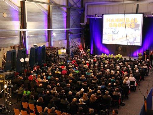 Rund 300 Kinobesucher bevölkerten die Remise Schruns zur Wiederaufführungspremiere.
