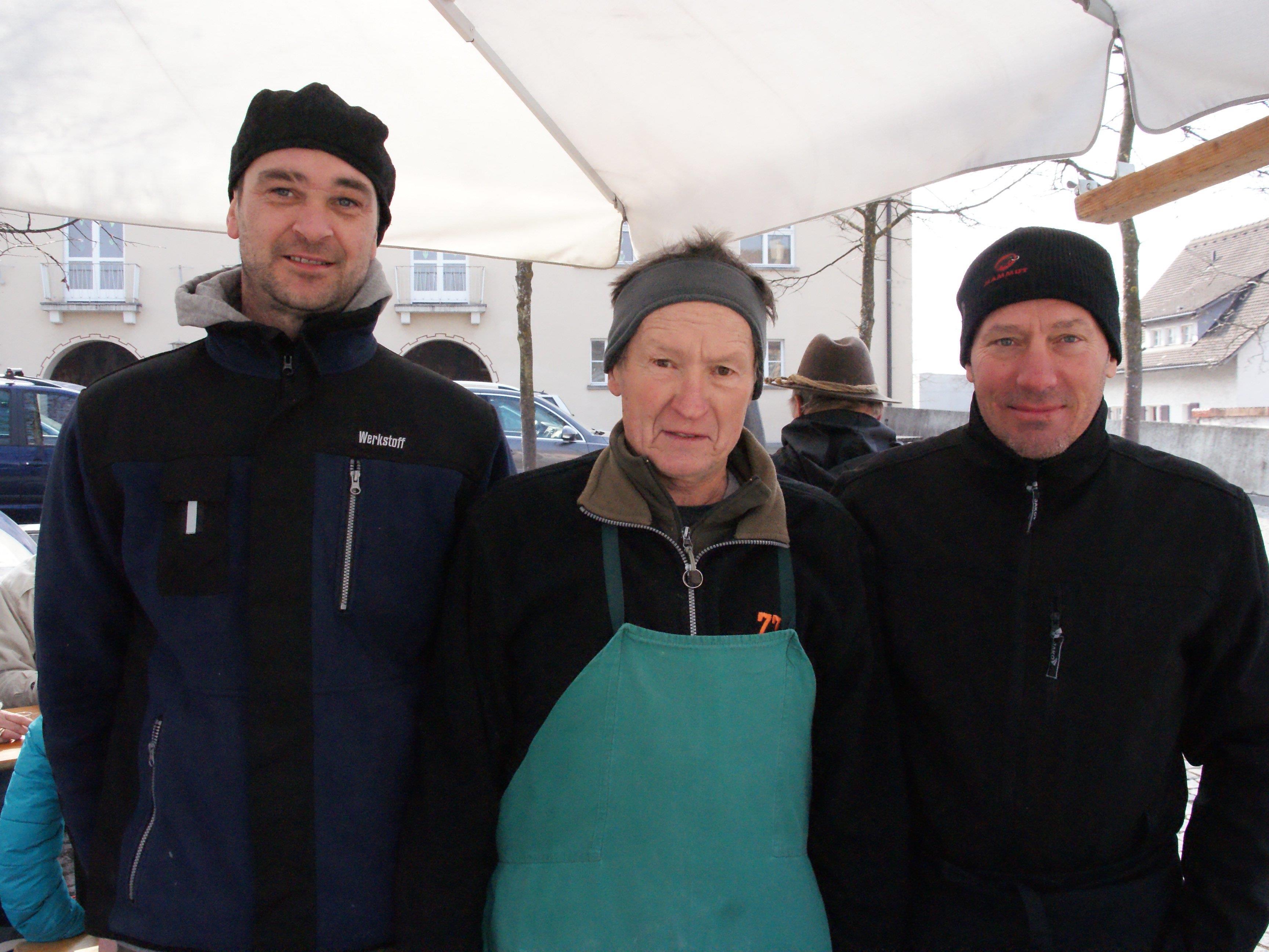 Stefan Bargehr (links) und Toni Piccirilli (rechts) bieten Vorarlberger Käse aus silofreier Rohmilch an.
