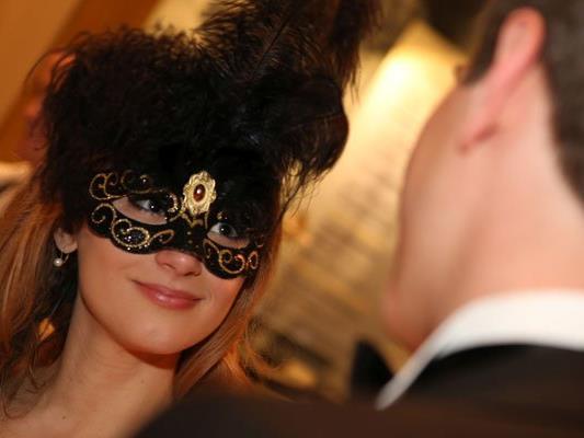 Geheimnisvoller Maskenball in der Hofburg.