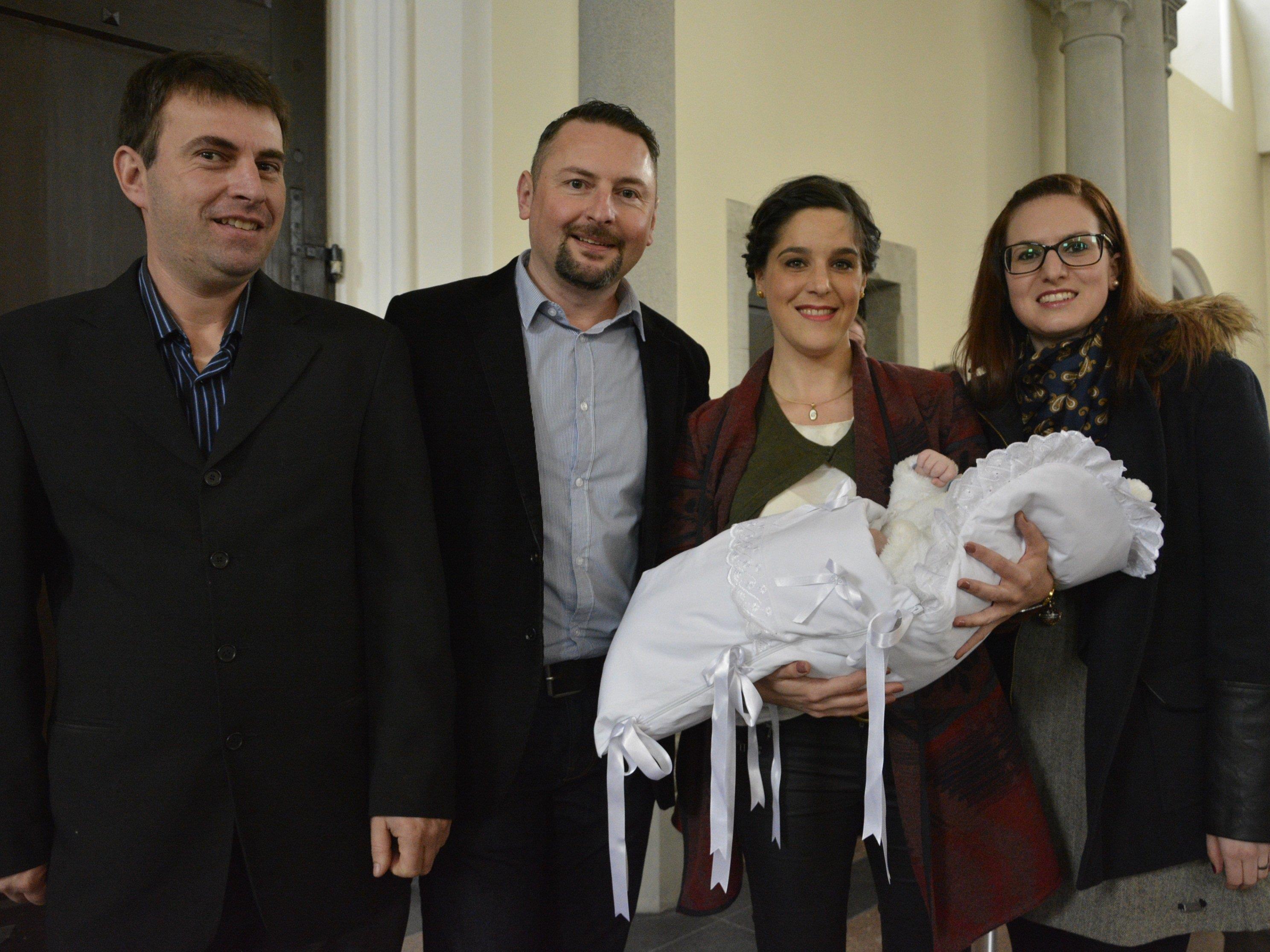 Colin, das erste Kind von Marina Mathis und Markus Meinhardt, empfing das Sakrament der Taufe.