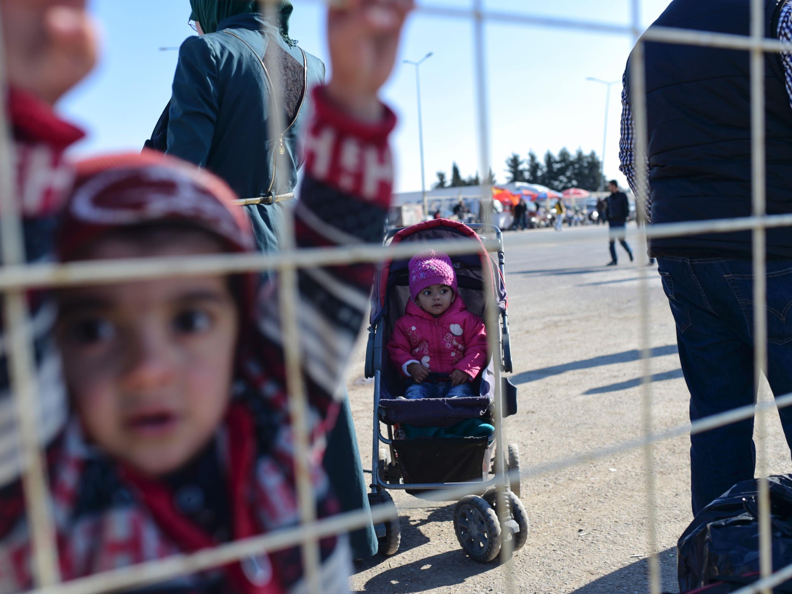 An der Grenze zur Türkei ist für zehntausende Flüchtlinge aus Aleppo bislang Endstation.