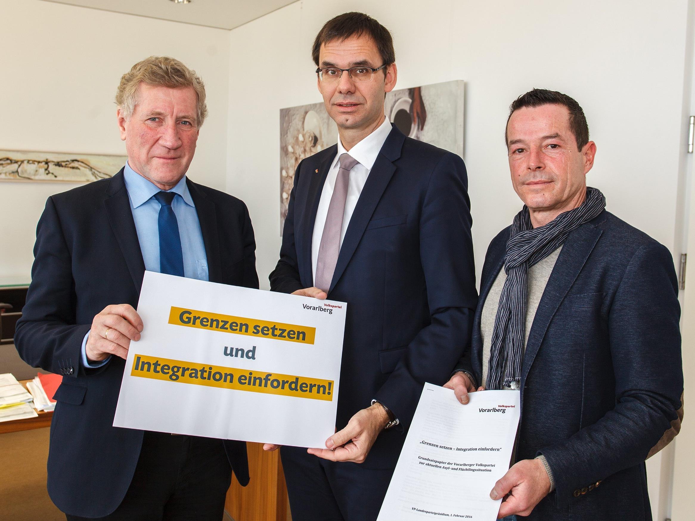 Landesrat Schwärzler, Landeshauptmann Markus Wallner und Geschäftsführer Dietmar Wetz