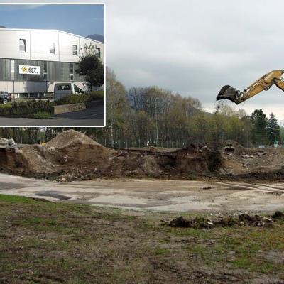 Am ehemaligen Kasernengelände Galina soll der neue Stammsitz von SST Solar entstehen, der bisherige in Schlins (kl. Bild) wird aufgelassen.