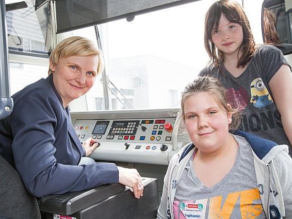 Ein Highlight beim Wiener Töchtertag: ULF fahren in der Hauptwerkstätte der Wiener Linien