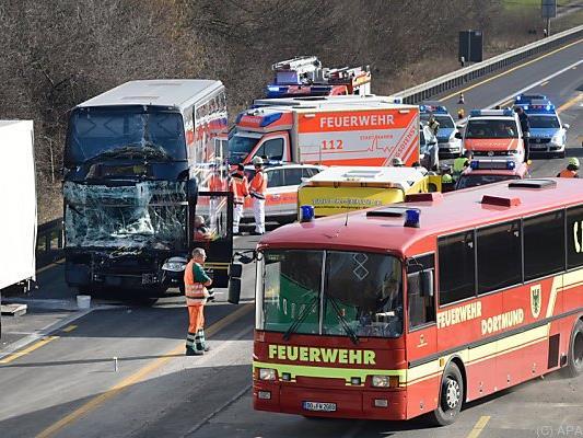 Die Verletzten wurden an der Unfallstelle versorgt