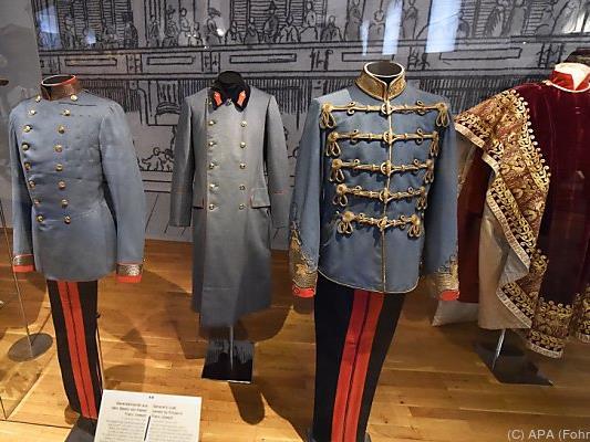 Zu sehen sind zum Beispiel Uniformen von Franz Joseph