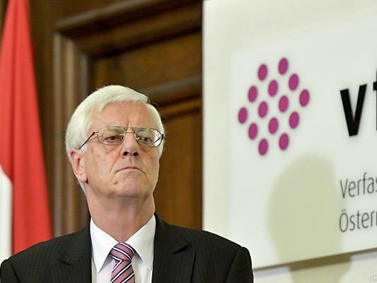 VfGH-Präsident Holzinger hält Flüchtlings-Obergrenze für illegal