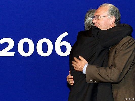 Im Jahr 2000 freut sich Franz Beckenbauer über die Vergabe der WM 2006