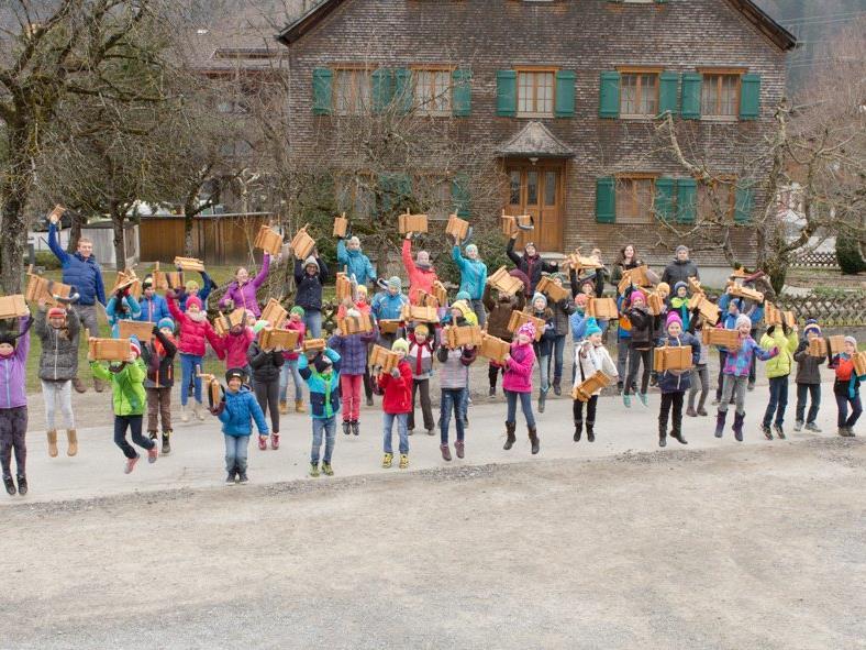 58 Kinder beteiligten sich heuer am Rätschna in Vandans.