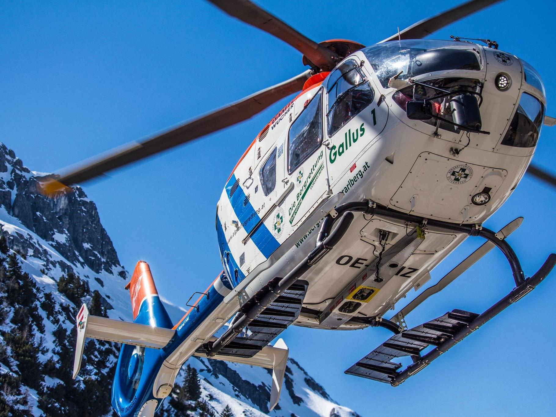 Verletzte Skifahrerin nach Fahrerflucht von Notarzthubschrauber ins Lkh geflogen.