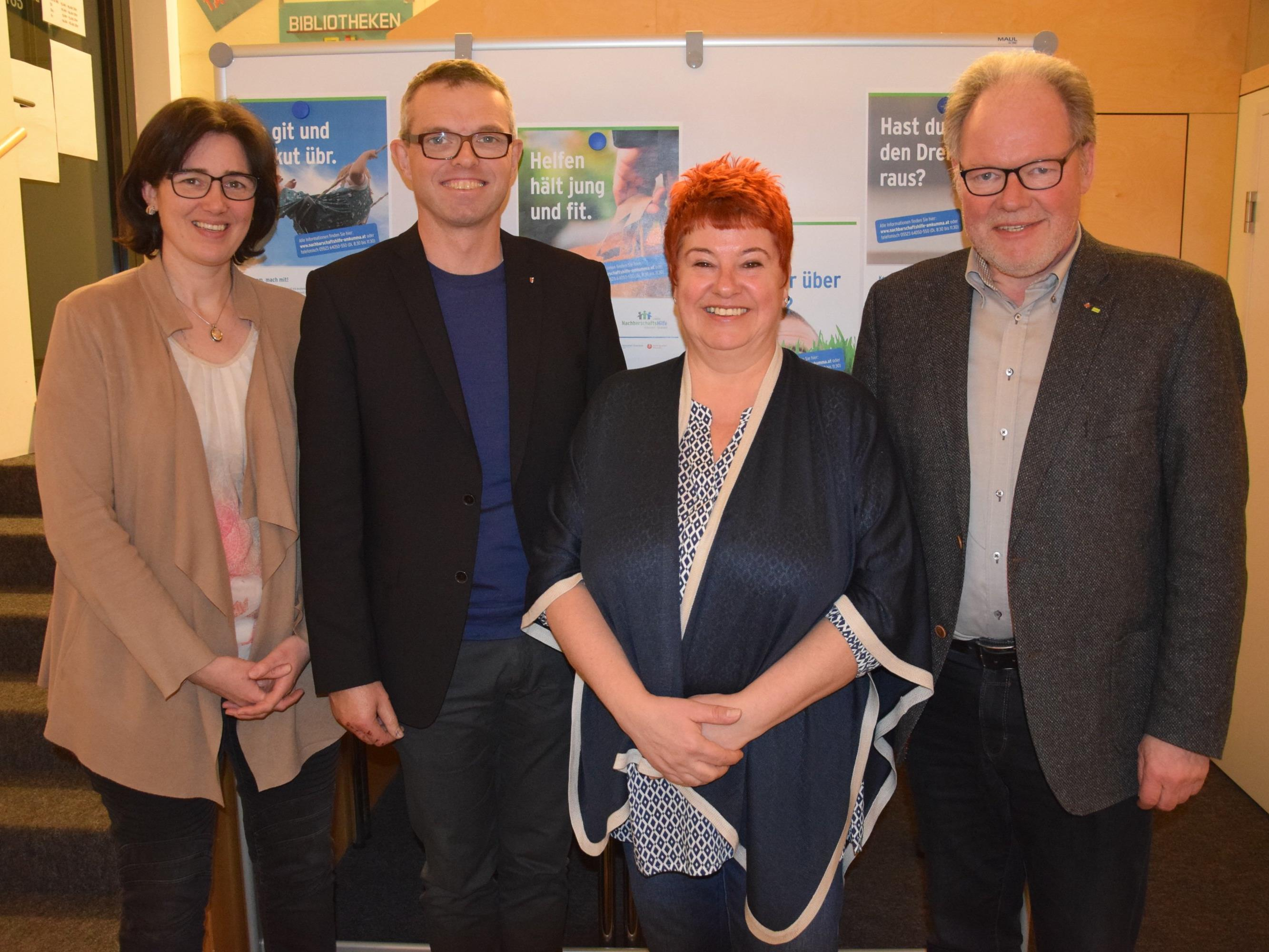 v.l. Dorothee Glöckle, Martin Herburger, Autorin Sonja Schiff und Labg. Werner Huber