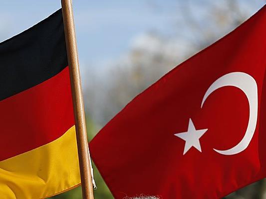 Deutscher Botschafter in Ankara muss sich für TV-Satire auf Erdogan rechtfertigen.