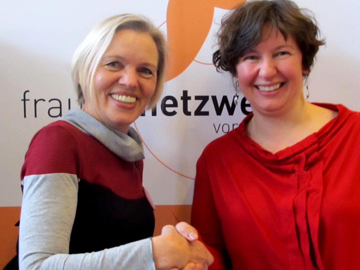 Gertrud Blum (li) übergab die Leitung im Röthner Frauennetzwerk an Gudrun Sturn.