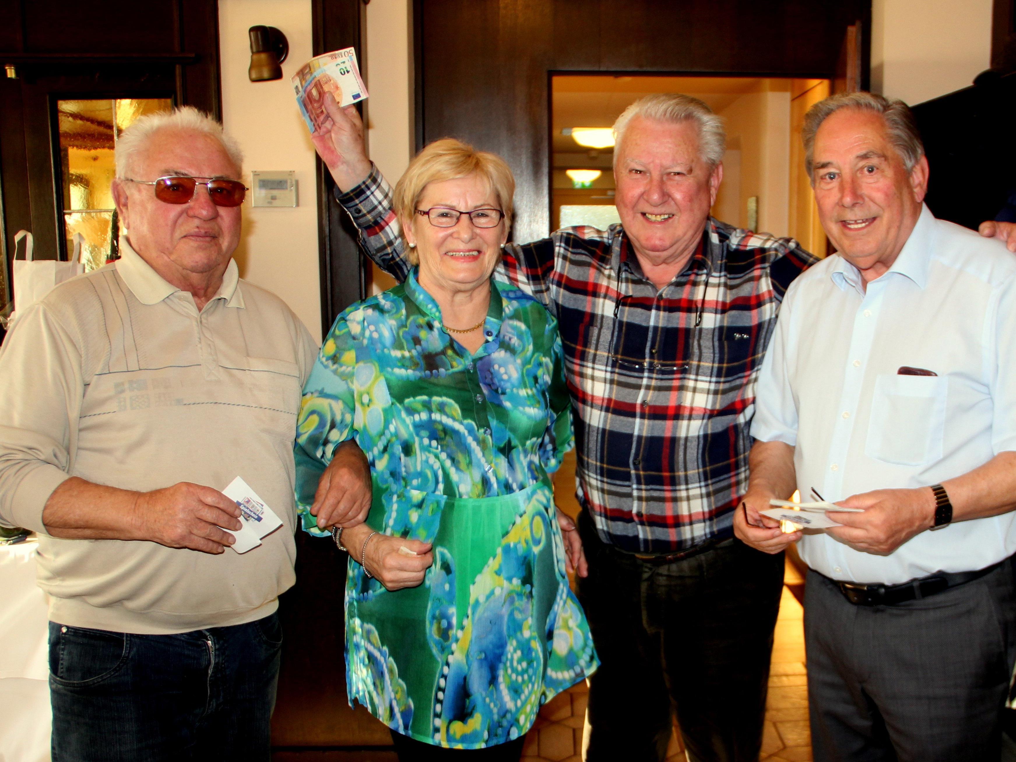 Gewinner des Seniorenring-Preisjassen (v.l.n.r): Toni Buttazoni, Gitte Gauster, Heinz Fitz, Pepi Suitner (Spielleiter)