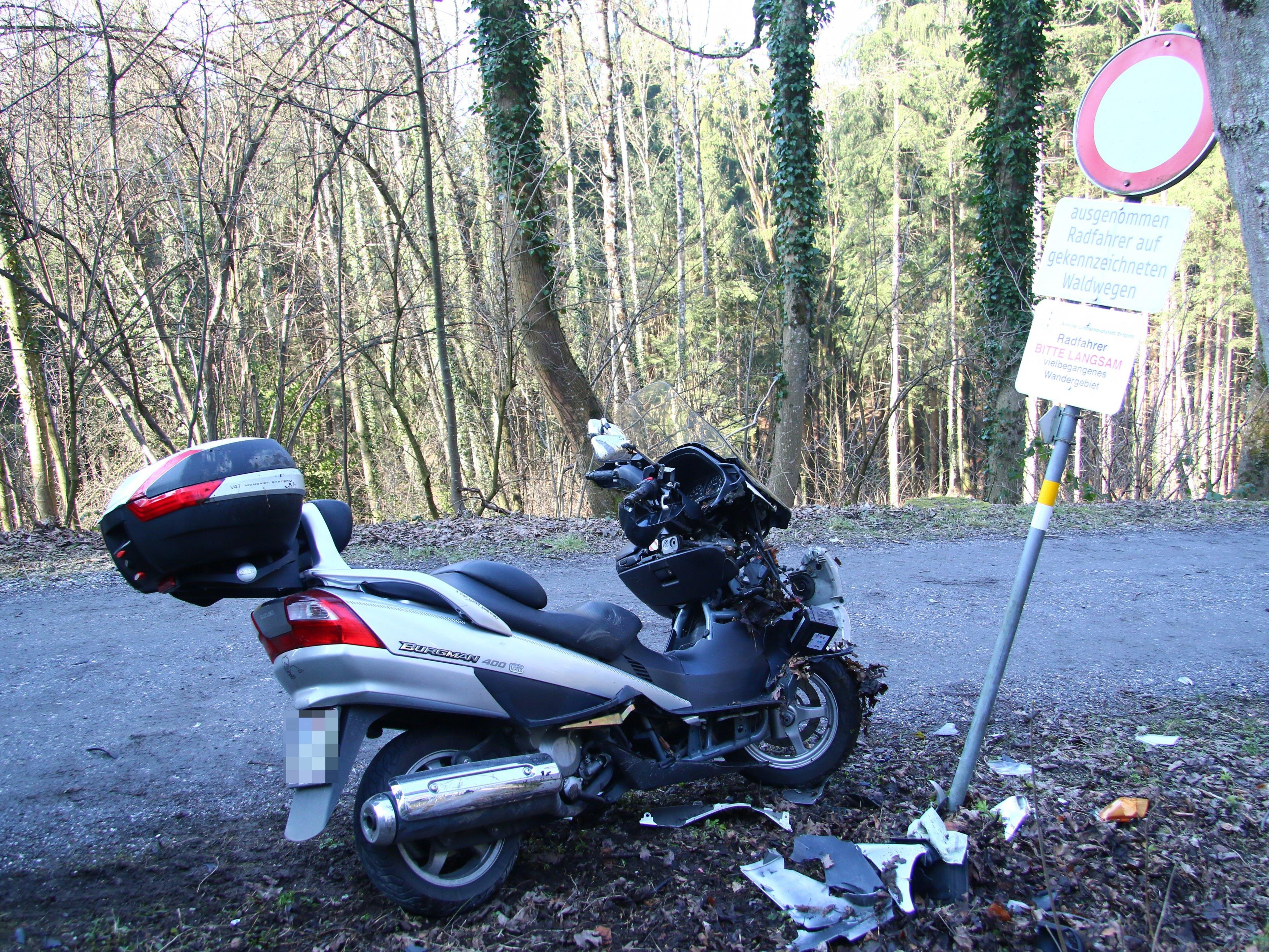 Das Motorrad wurde bei dem Unfall schwer beschädigt.