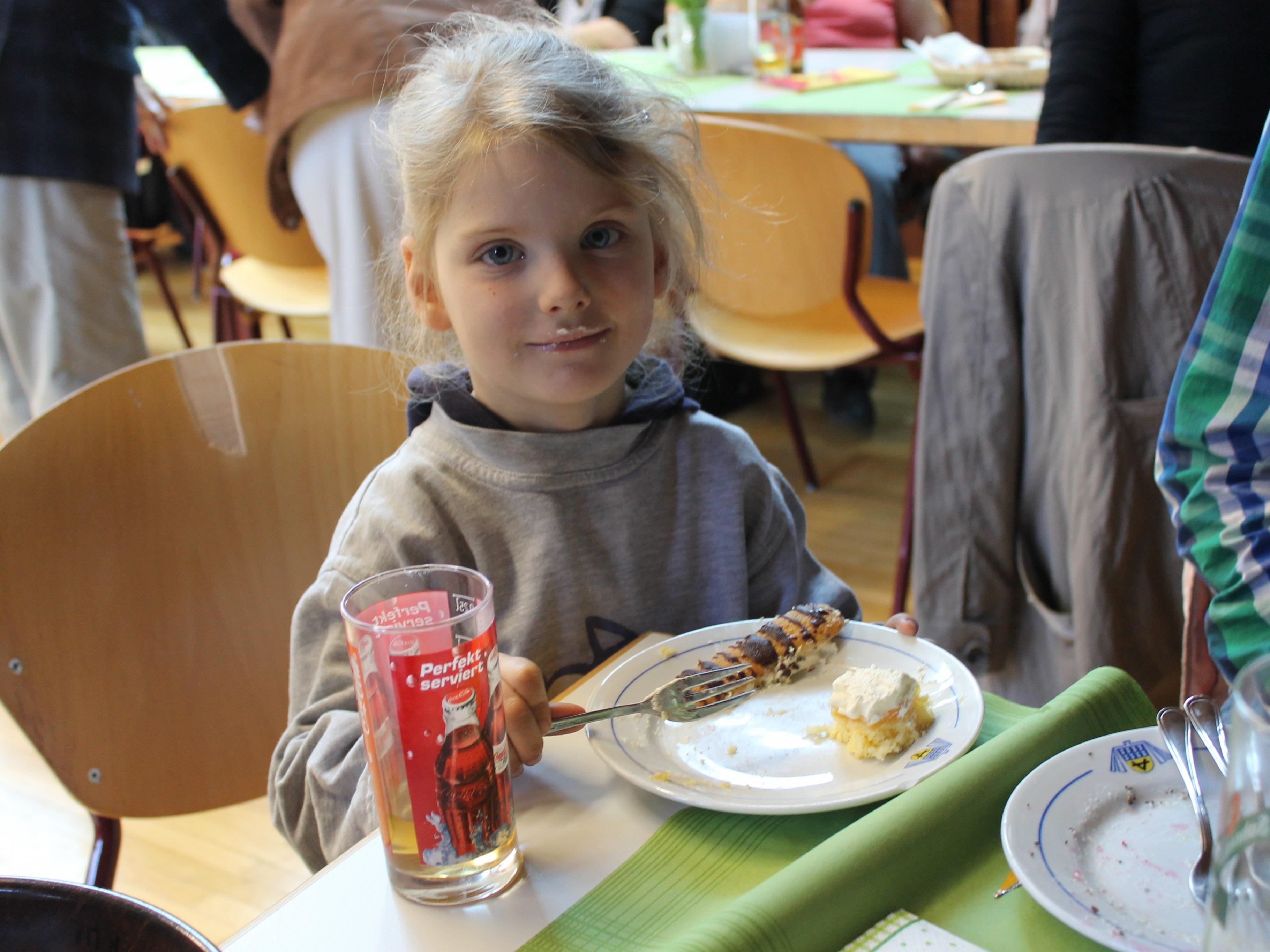 Die kleine Monika hat auch den Suppentag unterstützt