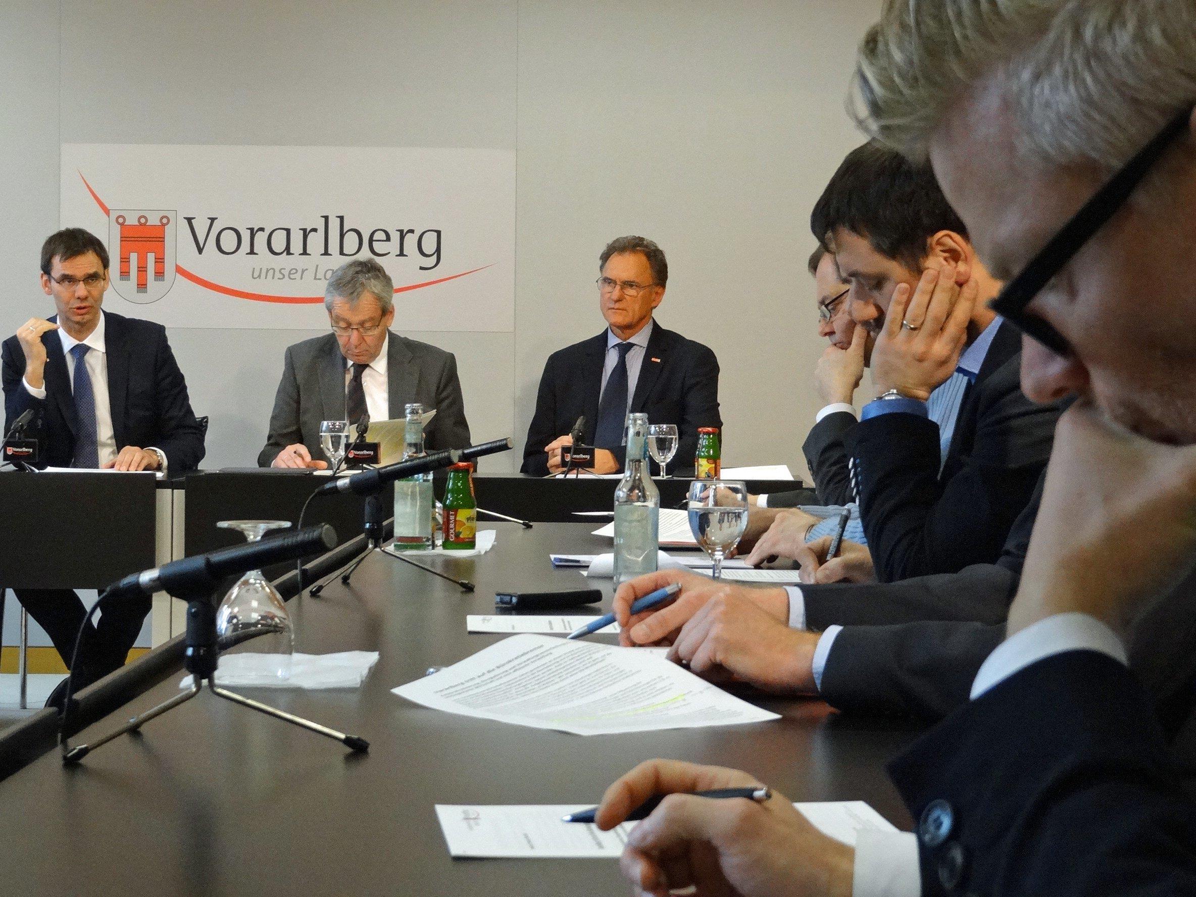 Landeshauptmann Wallner, Landesstatthalter Rüdisser und Wirtschaftskammerpräsident Rein erläuterten ihre gemeinsamen Bemühungen um Bürokratieabbau und Verwaltungsvereinfachung