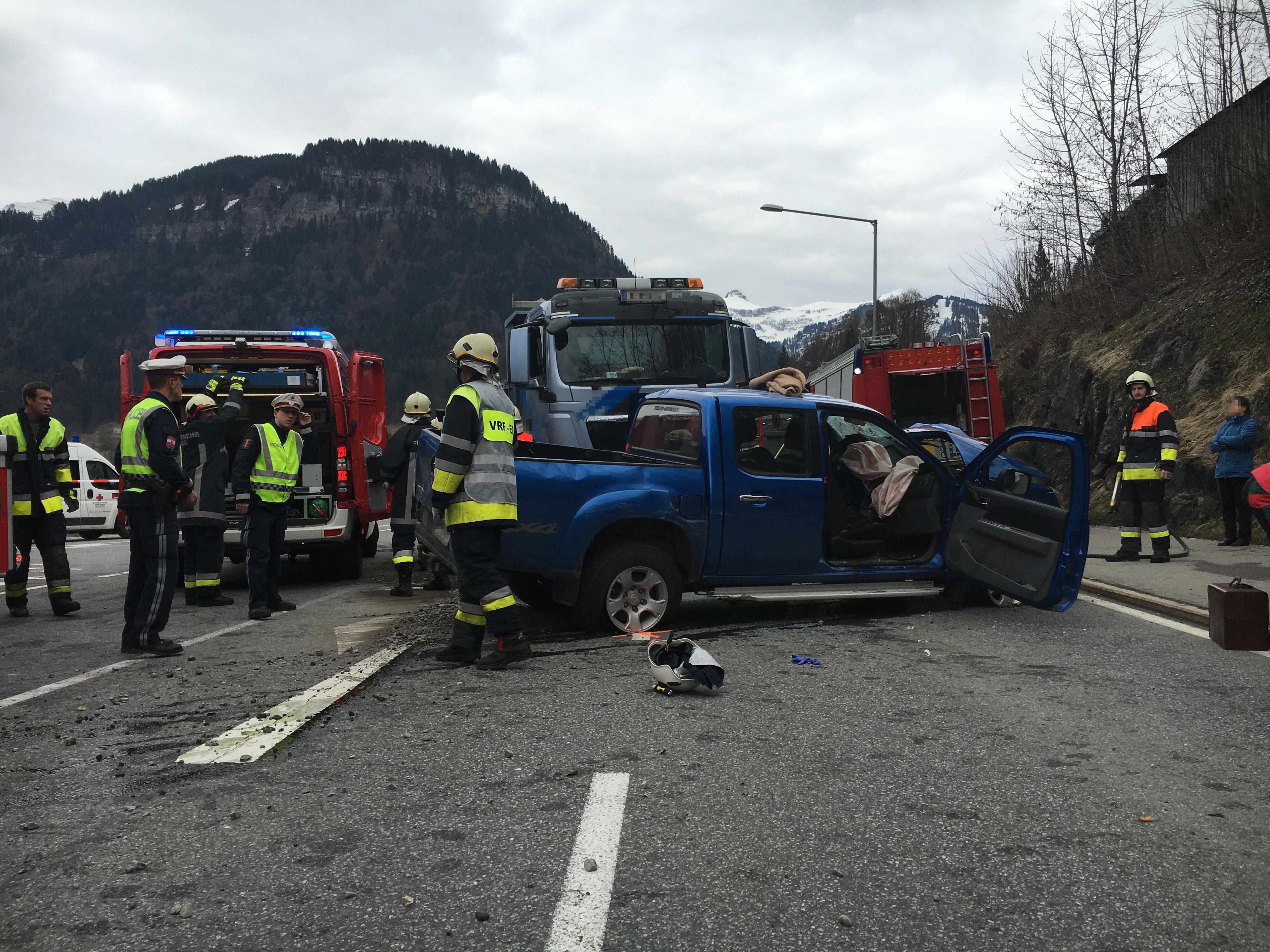 Für den Lenker des Pickup kam jede Hilfe zu spät, er verstarb noch an der Unfallstelle.
