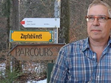 Gerhard Breuß erklärt woher der Straßenname Zapfabündt kommt.