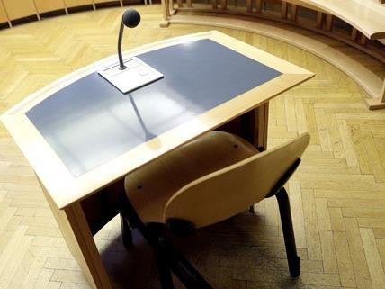 Schlepperei: Vier Angeklagte in Korneuburg vor Gericht