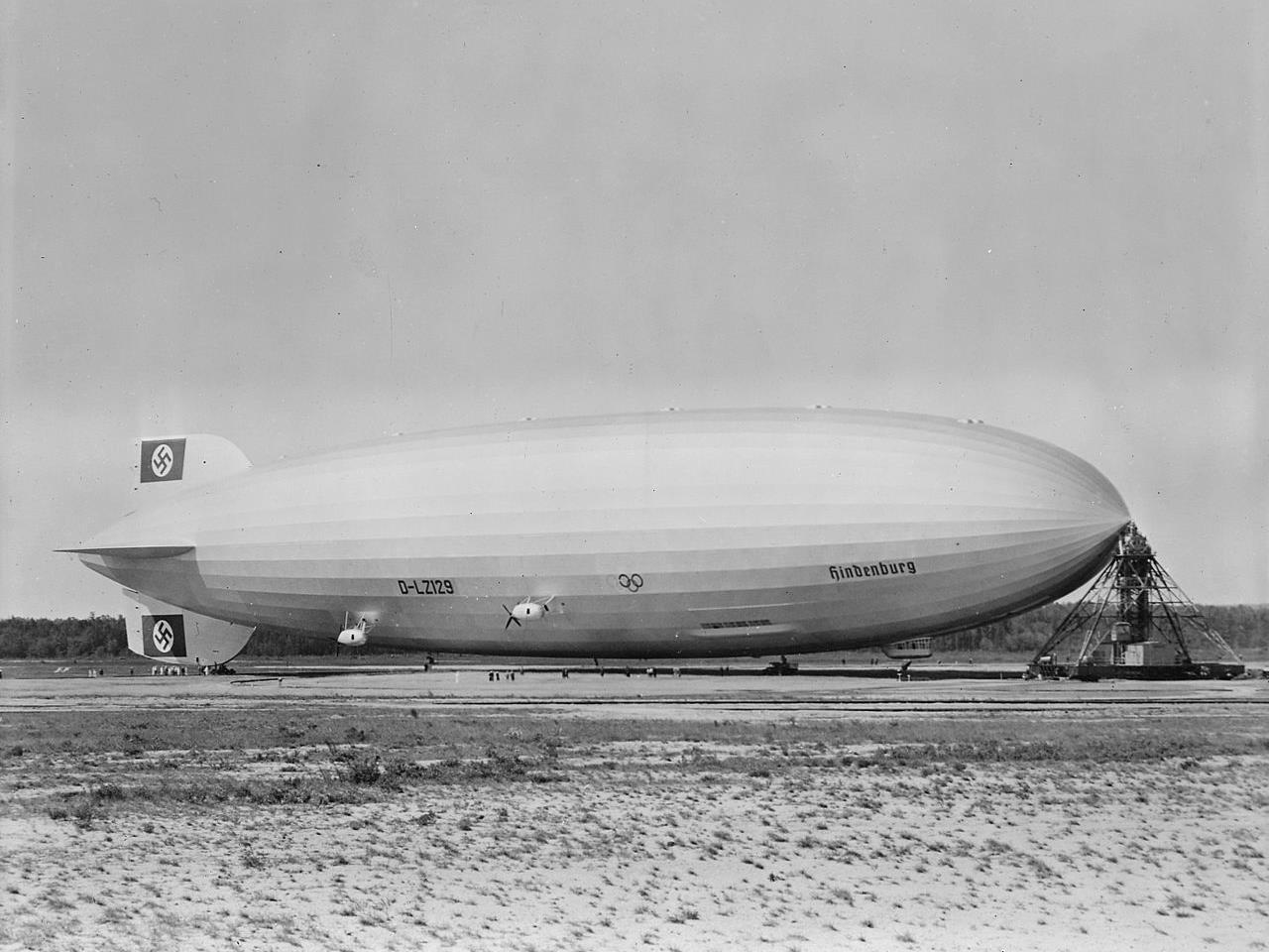 Das Luftschiff LZ-129 Hindenburg bei einem früheren Besuch in Lakehurst 1936.