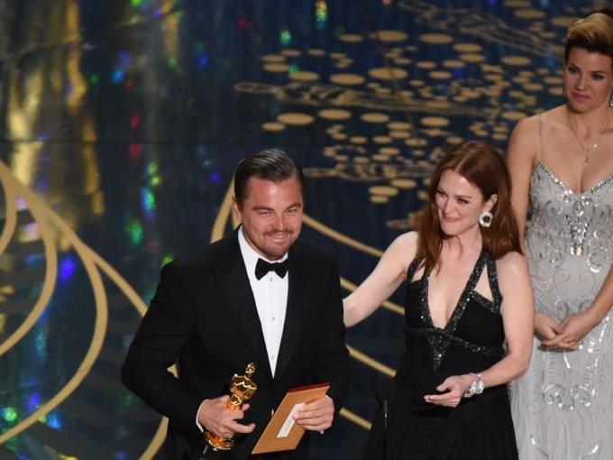"Leonardo DiCaprio zeigt der ""Academy"" den Stinke-Finger."