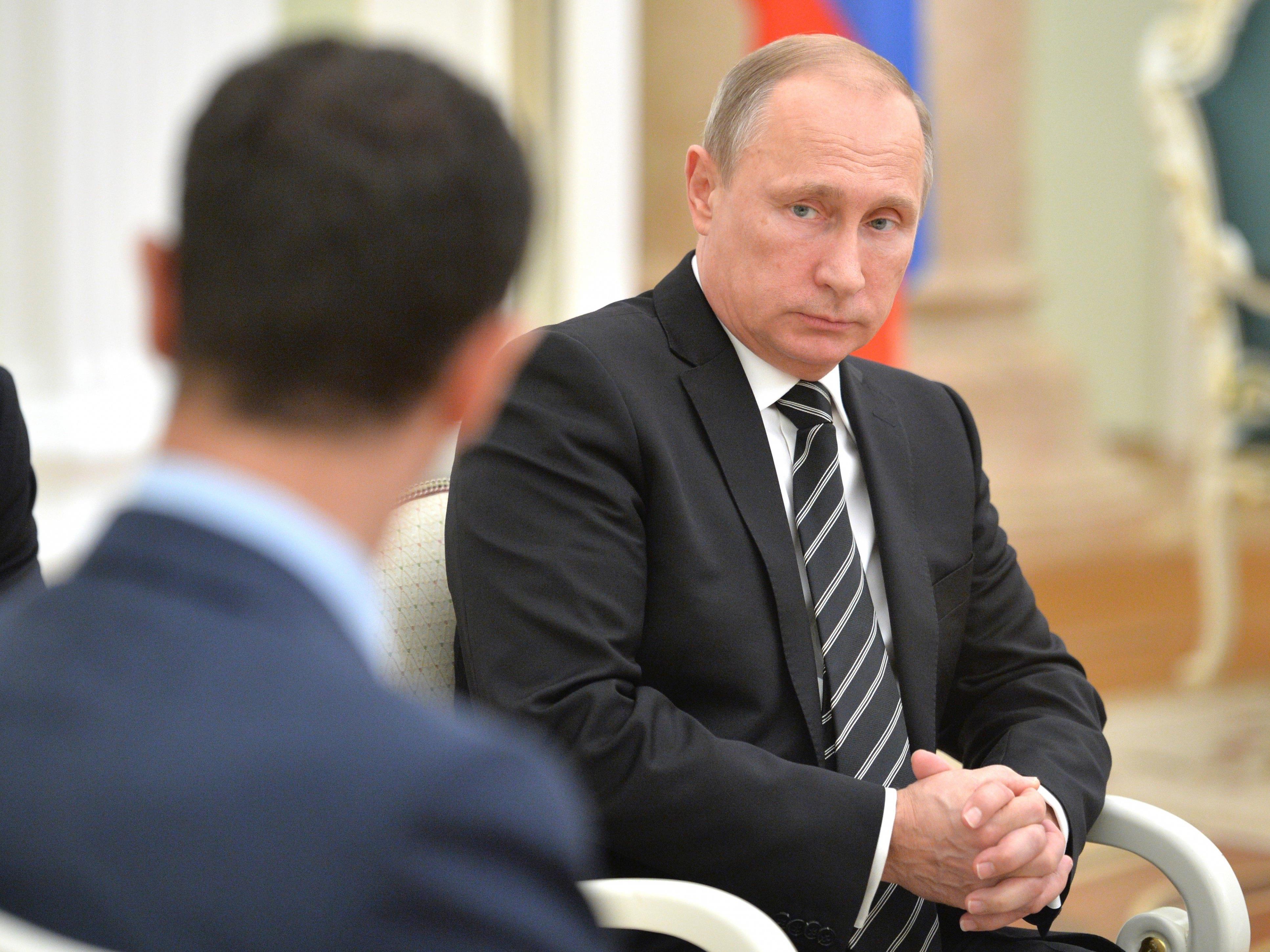 Der von Kremlchef Wladimir Putin angeordnete Teilabzug russischer Truppen hat Assad stark unter Druck gesetzt.