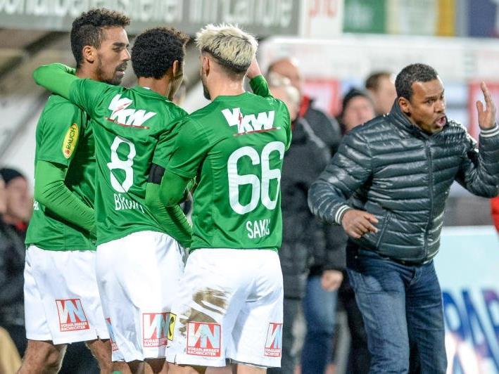 Sportlich läuft es derzeit bei Austria Lustenau, trotz Torjubel gibt Trainer Lassaad Chabbi immer Anweisungen