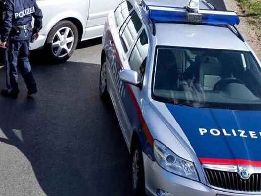 Zwei Verletzte bei Pkw-Überschlag in Maria Enzersdorf bei Wien