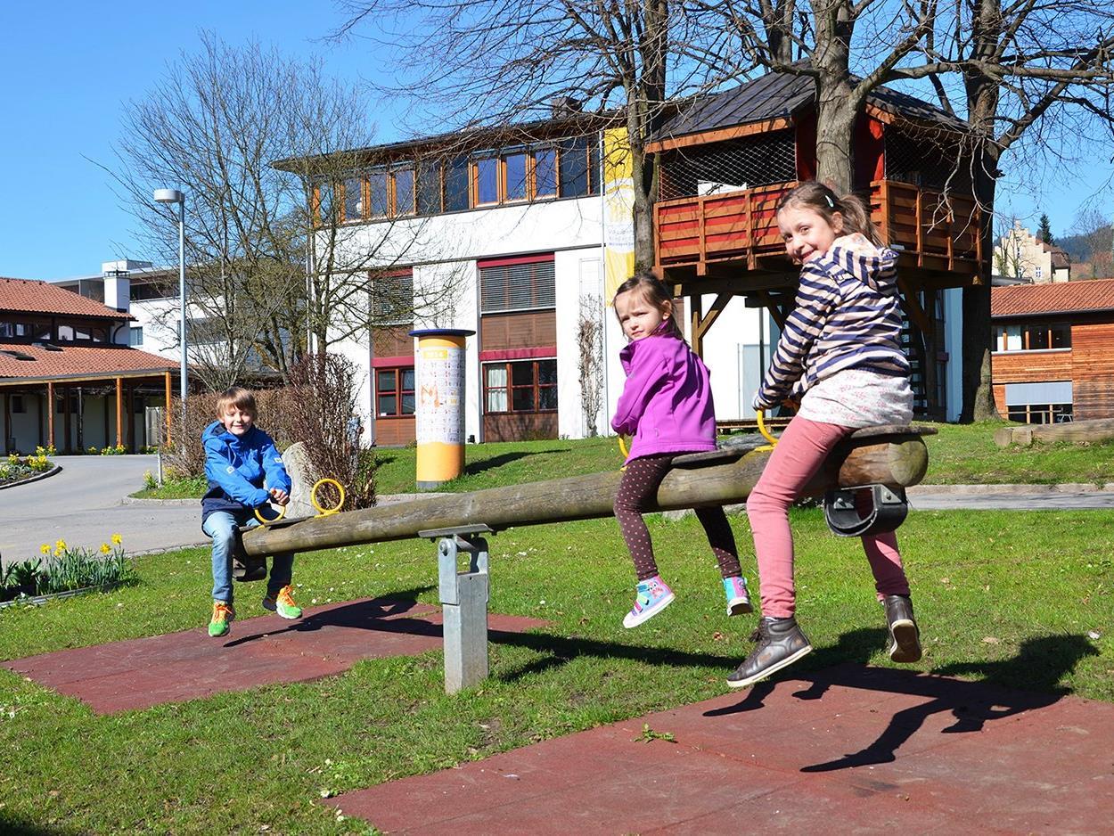 Fünf informative Rundgänge – der erste am 22. April – geben Einblick ins Kinderdorf Kronhalde.