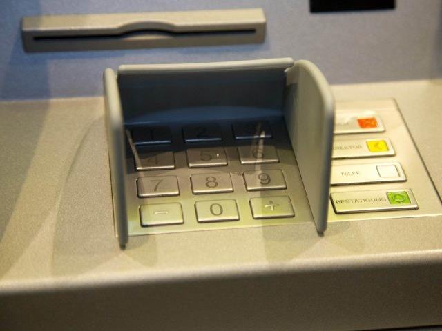 Grüne und FPÖ kritisieren die geplante Bankomatengebühr, die ÖVP ist unentschlossen