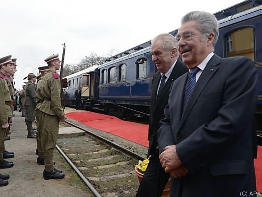 Zeman holte Fischer vom Bahnhof ab