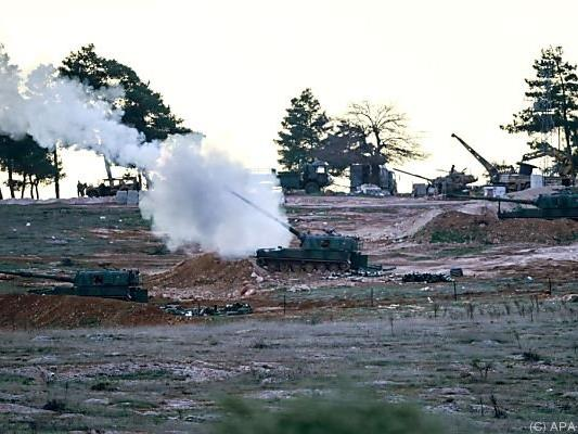 Türkische Artillerie erwiderte das Feuer