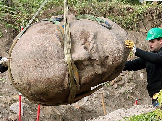 Der dreieinhalb Tonnen schwere Lenin-Kopf wurde im Vorjahr geborgen