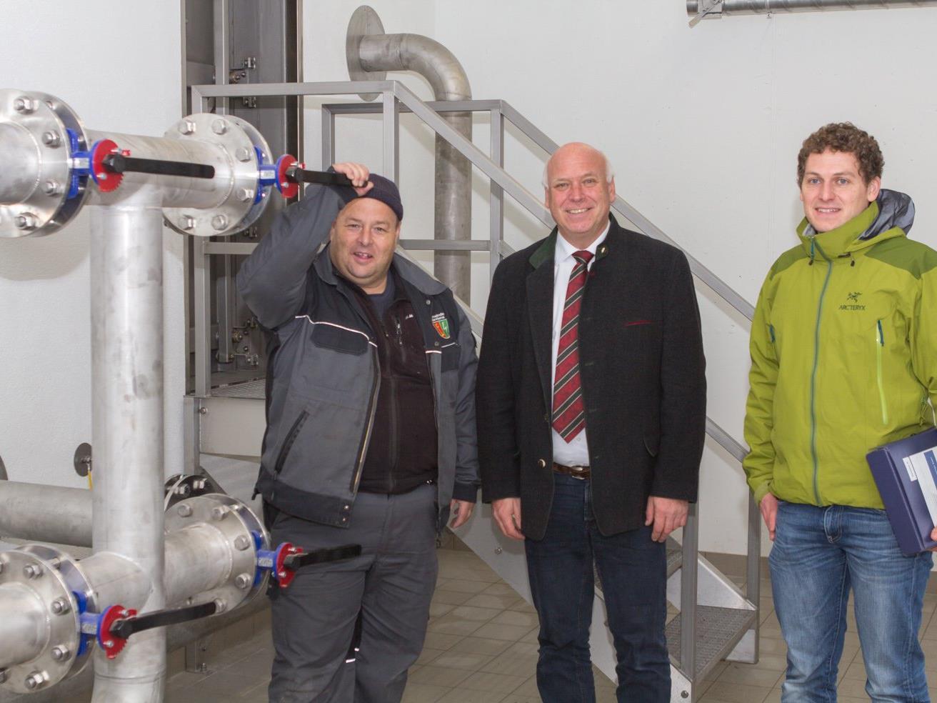 Bürgermeister Wachter und Wassermeister Bott freuen sich über eine der besten und moderstens Wasserversorgungsanlagen in Vorarlberg.
