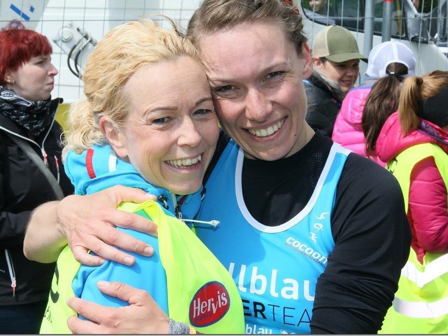 Denise Neufert (r.) gewinnt das Rennen über 14 Kilometer