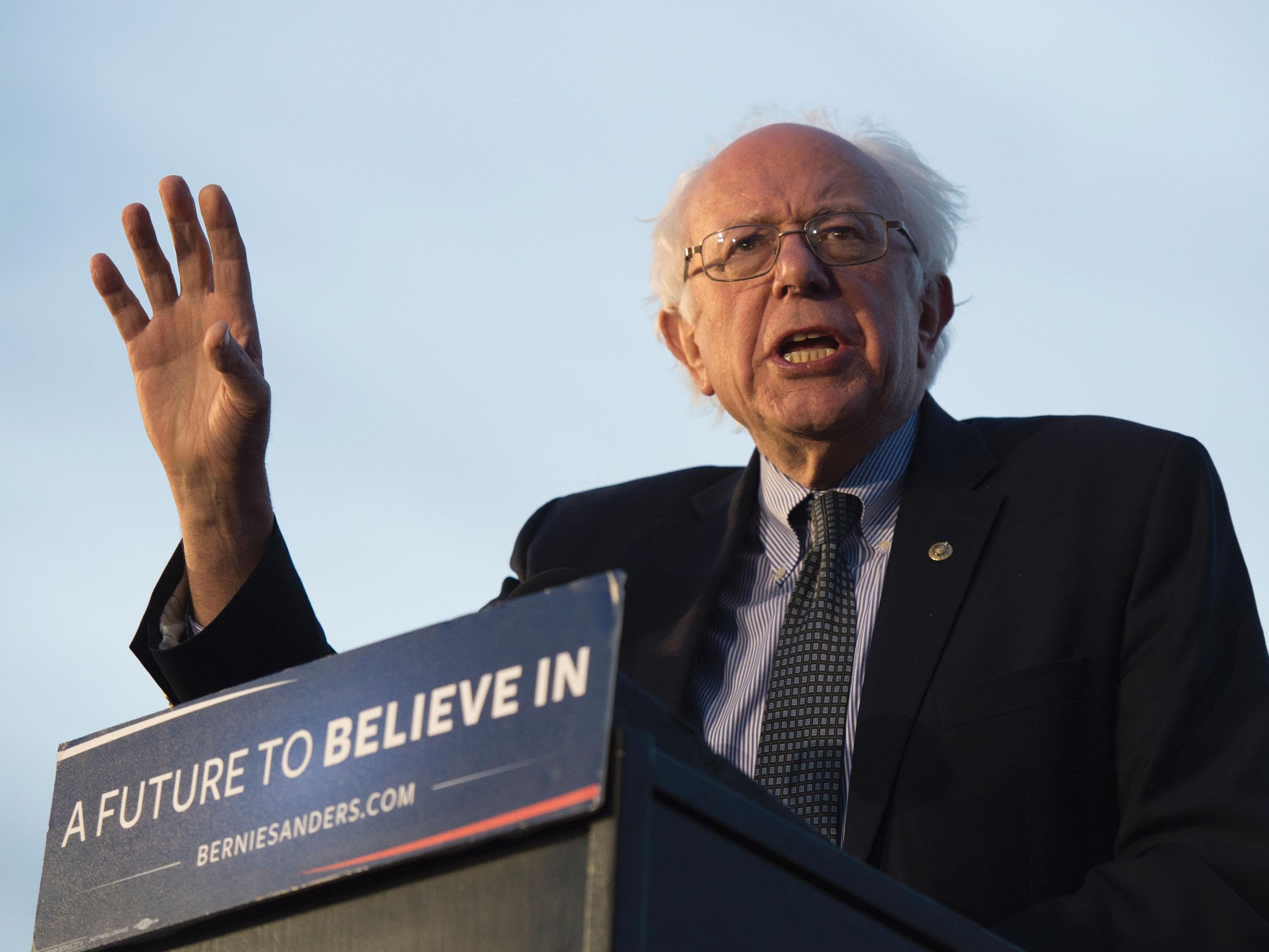 Sanders, der bei den letzten Vorwahlen eine Siegesserie hinlegte, müsste 68 Prozent der verbleibenden Delegiertenstimmen bei den Demokraten gewinnen, um die Nominierung der Partei zu bekommen.