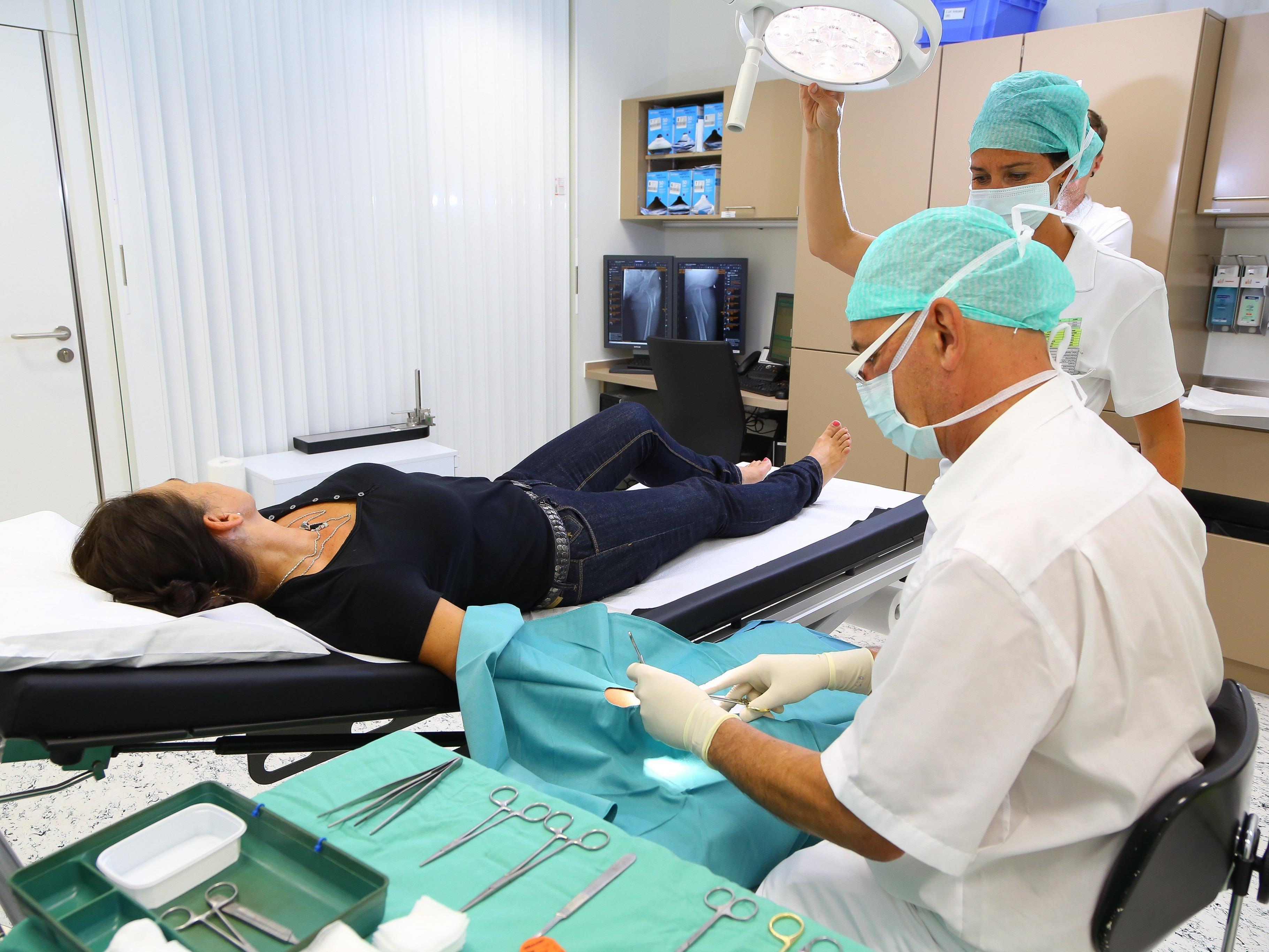 Ärzte und Pfleger in Ambulanzen haben alle Hände voll zu tun.