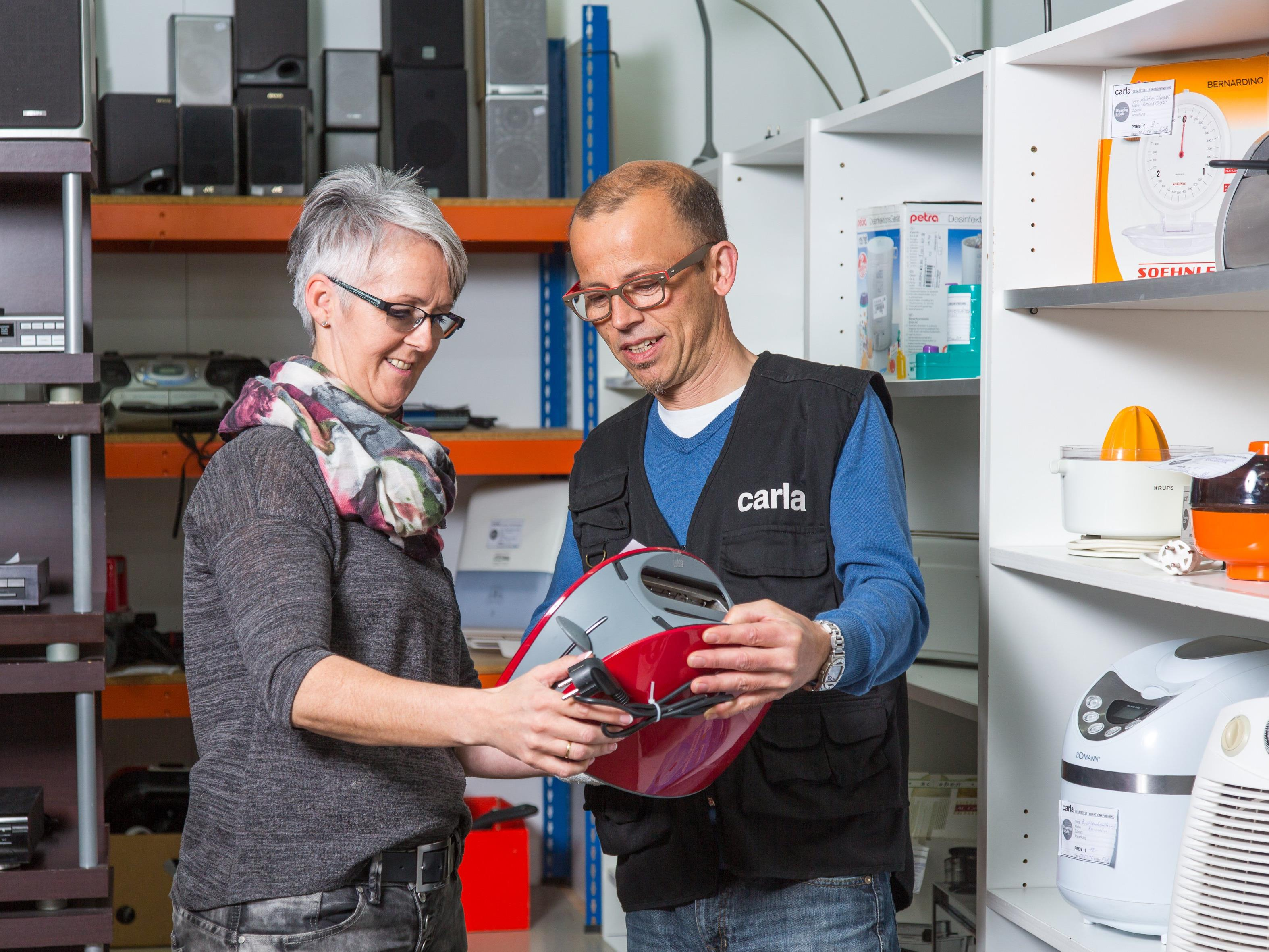 Dass das Interesse an der Reparatur und Weiterverwendung von Elektrogeräten steigt, zeigen die Besucherzahlen an den carla Reparaturcafés.